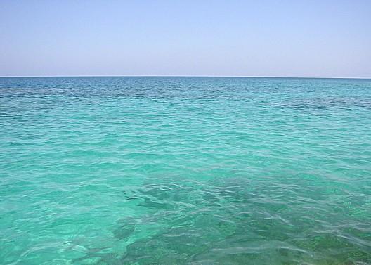 海の色合いは時間帯で全然変わる。