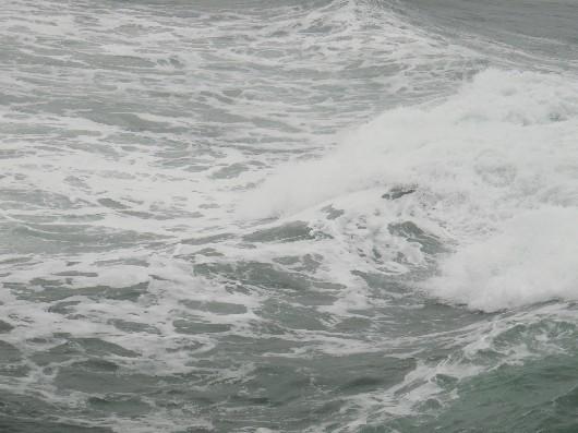大荒れの海