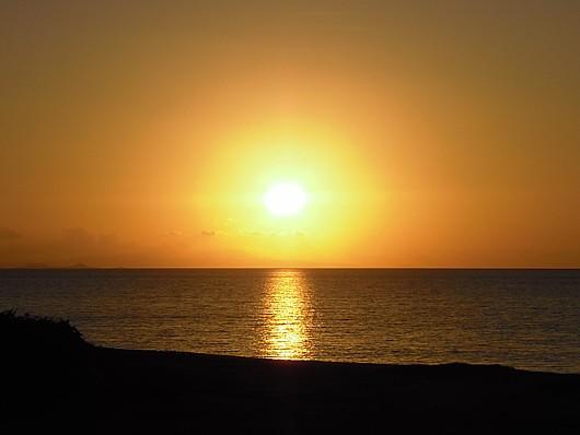 島の夕陽はほんとに美しい。