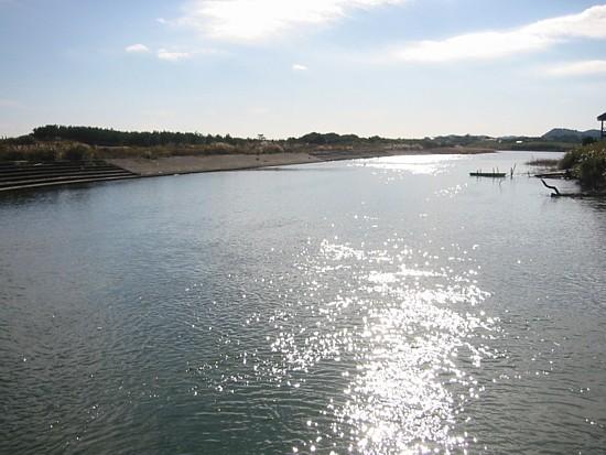 夷隅川河口支流の橋から。